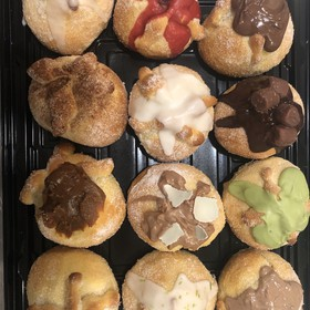 Pan de Muerto con toppings