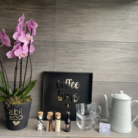 Kit de cafe con Orquidea