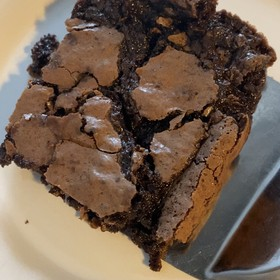 Brownie clásico de chocolate